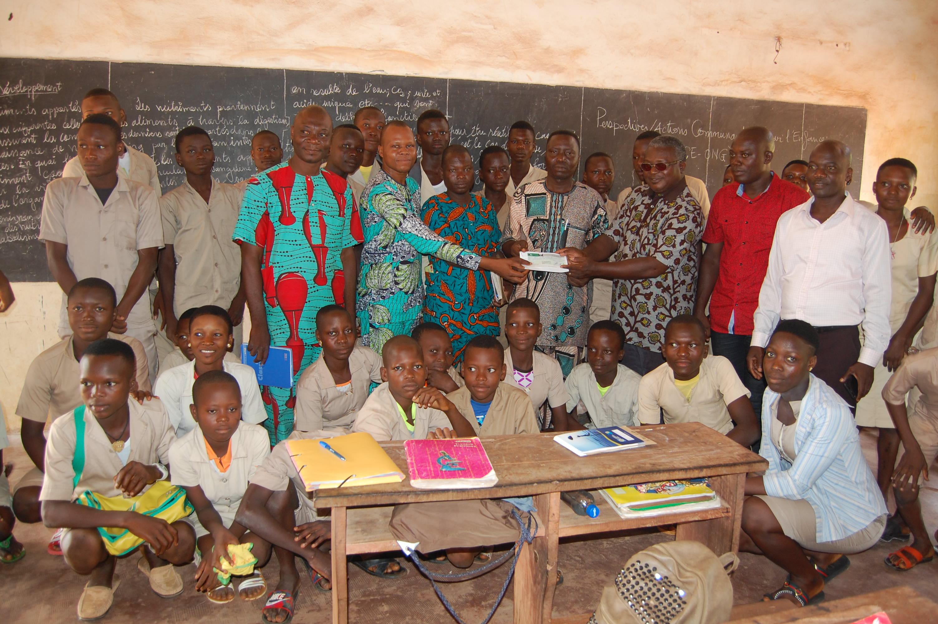 ÉDUCATION POUR TOUS, PeACE-ONG S'ENGAGE