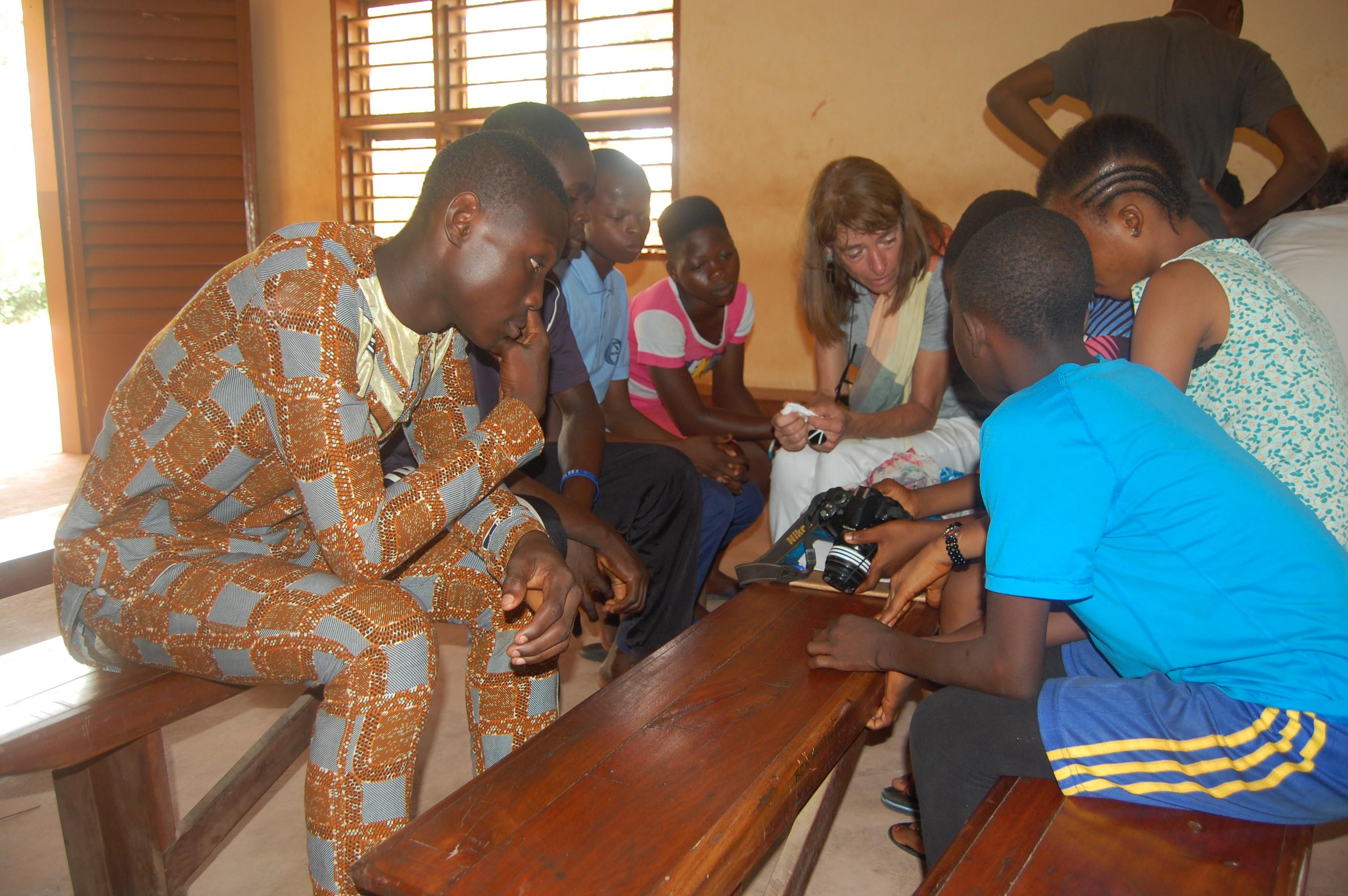 Initiation des enfants de Kpomassè à la photographie